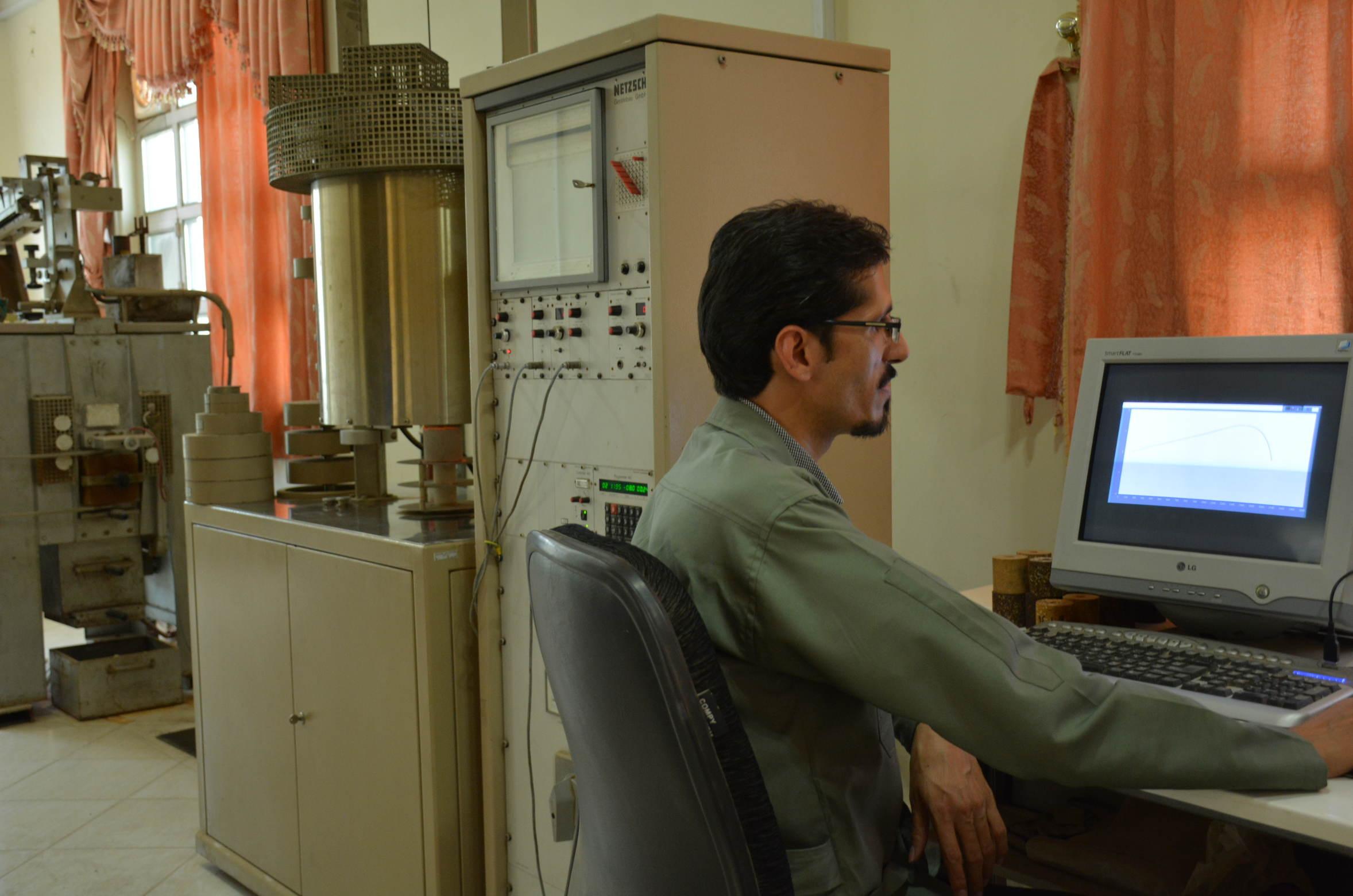 بررسی و تحقیق در رابطه با نسل جدید دیرگدازهای مورد استفاده در لایه کاری واحدهای گاززدایی RH فولادسازی با تاکید بر آجرهای قلیایی ناحیه Snorkel